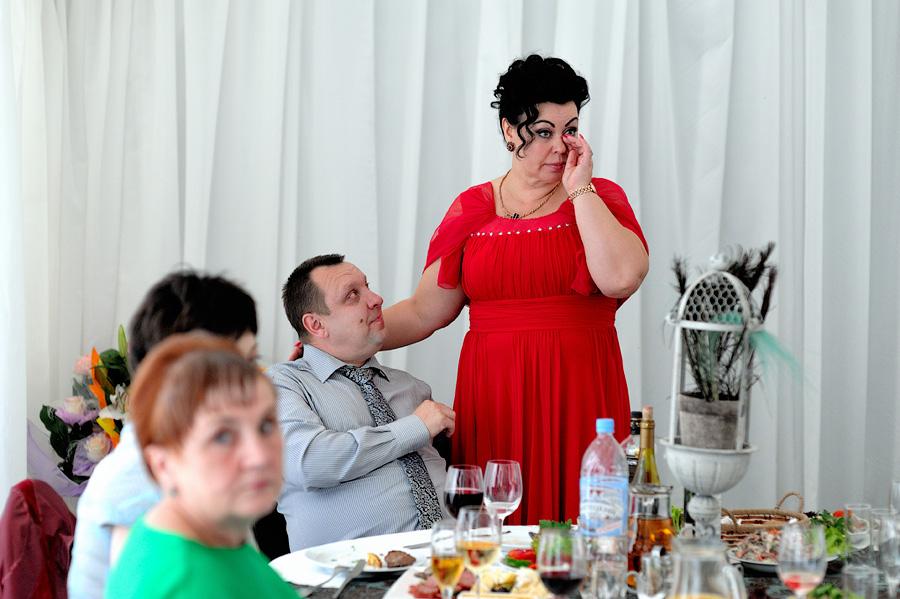 Как должна одета мама жениха на свадьбе