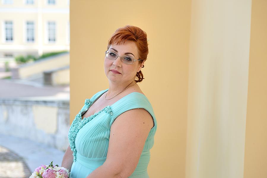 Портретная фотосессия невесты в Пушкине летом.