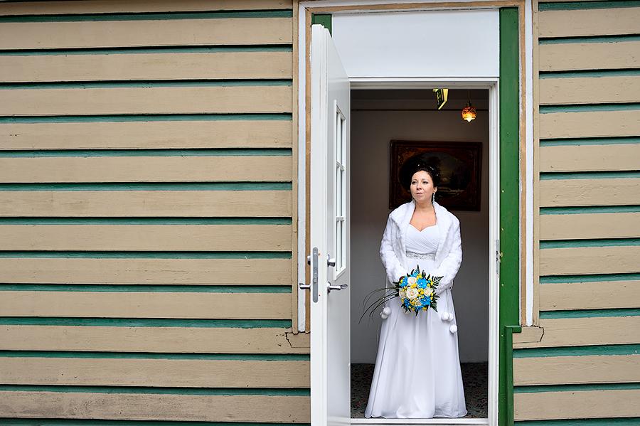 Портрет невесты в интерьерах отеля.