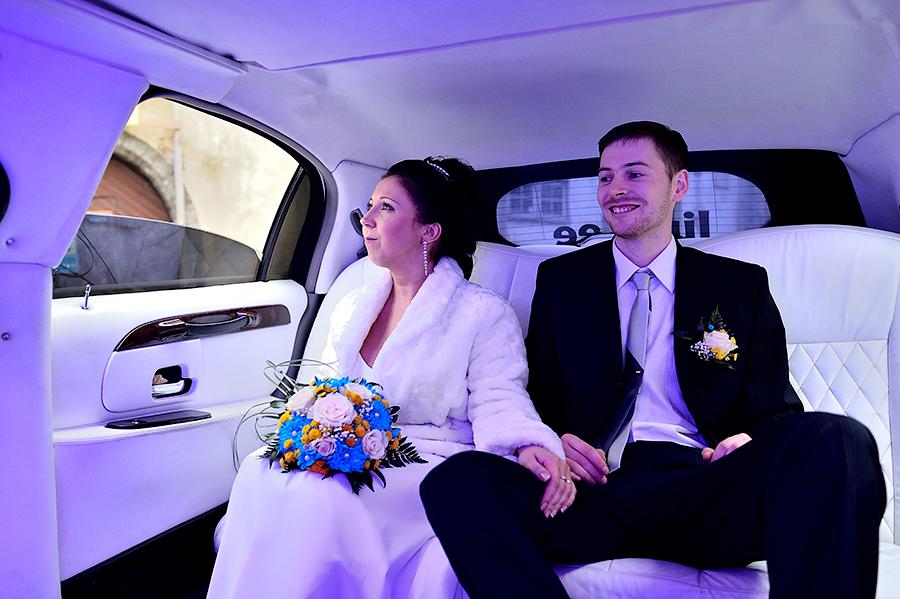 Свадебная прогулка с поездкой на лимузине в Таллине.