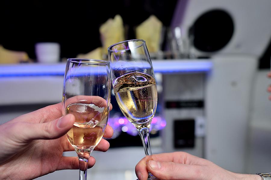 Шампанское на свадьбу в Эстонии.
